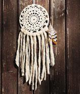 attrape-rêves, dentelles écru, franges de laine brute et plumes de faisan