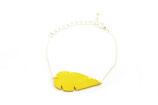 """bracelet """"Plum's"""", plume de cuir jaune citron, plaqué argent"""