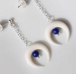 """Boucles d'oreille """"Nokomis"""" puce, os blanc lapis lazuli"""
