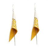 """boucles d'oreilles """"arum"""" plaqué argent, cuir jaune et argenté"""