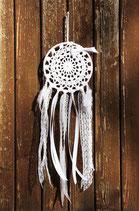 attrape-rêves, napperon dentelle blanche et rubans de dentelle blanc