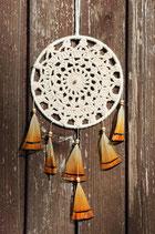 attrape-rêves, dentelles écru et plumes de faisan orange