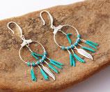"""boucles d'oreille """"kwanita"""" cuir turquoise, cristaux de verre turquoise, argent"""