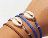 """Bracelet """"Cowrie"""" double tour, cuir suédé bleu électrique"""