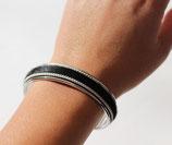 Bracelet jonc argenté 10 mm en cuir noir à poils