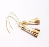 boucles d'oreille pompon de cuir blanc et doré, plaqué or