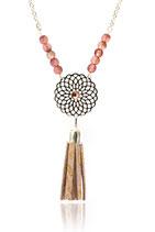 """sautoir """"Gipsy"""", bohème romantique, cercle fleur filigrane plaqué argent, pompon franges de cuir rose poudré et doré, strass swarovsky, et perles de verre"""