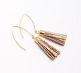 boucles d'oreille pompon de cuir rose poudré et doré, plaqué or