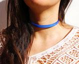 Collier ras du cou cuir bleu électrique 10 mm