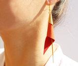 """boucles d'oreilles """"arum"""" plaqué or, cuir rouge vermillon"""