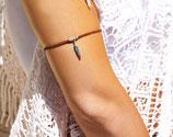 "Bracelet de bras ""POKA"", lanière de cuir Marron, plume argentée"