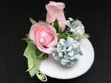 Hochzeits Fascinator weiß, rosa Rosen, hellblaue Blüten, Blätter