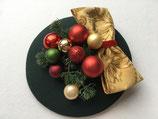 Weihnachts Fascinator grün, Schleife, Kugeln, Nadelzweig