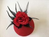 Fascinator rot mit schwarzem Netz, Rose, Federn