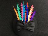 Fascinator schwarz, Federn in den Farben des Regenbogens
