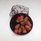 rote Rosen Fascinator mini schwarz mit Tüpfchentüll Knospen