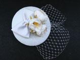 Braut Fascinator weiß, Schleife, Pfingstrosen, etwas Schleier