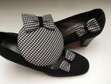 Fascinator und passende Schuhschleifen schwarz-weiß Hahnentritt