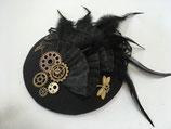 Steampunk Fascinator mit Spitze, Federn, Zahnrädern und Libellen