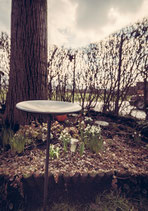 Ständer für Lichtfackeln im Garten