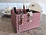 Rote, große Box in Japanstoff mit neun Fächern für viele Stifte, Kosmetik, Bastelwerkzeug, personalisierbar