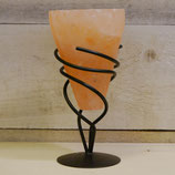 Salzkristalllampe in Metallhalterung