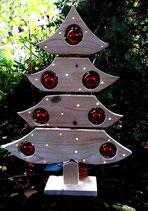 Baum aus Holz mit Christbaumkugeln und Lichterkette mit Zeitschaltung bzw. Dauerschaltung