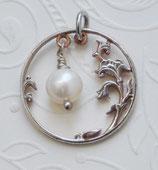 Russland Blütenranke mit Perle
