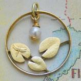 Finnland Seerosenblätter mit Perle