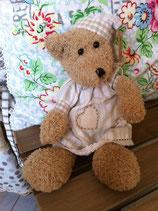 Ours en peluche avec bonnet