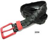 Fahrradreifen-Gürtel mit roter Schnalle und Schlaufe.