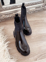 boots 'all black'