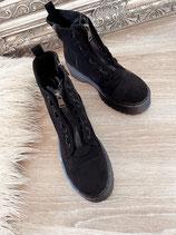boots 'basic babes black'