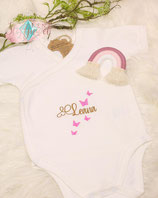 Babybody weiß Gr. 3 bis 6 Monate, 60 bis 66 cm Organic African Cotton mit Name und Schmetterlingen veredelt