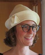 Extravaganter Hut mit eigenwilliger Form