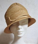 Hut aus sehr filigranen geflochtenen Strohbändern