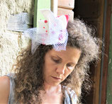 Fascinator in Rot-Weiss