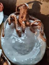 Piatto in ceramica con Polpo scultura a mano