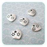 Charm corazón florecillas troqueladas plata vieja (10 unidades) CHAOOO-R12880