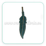 Colgante pluma tintado verde  (4 unidades)