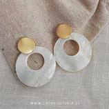Pendientes aros flamenca nácar y base redonda dorada mate AROSF001