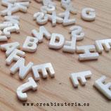Abalorio concha  INICIAL tridimensional abecedario - UNIDAD -