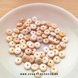 Abalorio acrílico en forma de donut o cuenta heishi -  plano redondeado color natural- beis - 8mm - 100 unidades