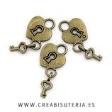 Charm corazón con  llave colgada  C35   (10 unidades)