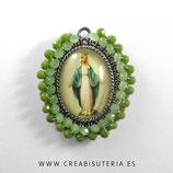 Producto Acabado - Medalla Milagrosa bordada con cristal checo facetado en tonos verdes