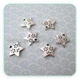Charm estrella con florecillas troqueladas (10 unidades) CHAOOO-R12881