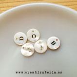 Abalorio - colgante concha agua dulce redondo con INICIAL metal abecedario - UNIDAD -