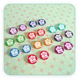 LOTE ÚNICO - cabuchones de cristal Florecilla blanca sobre colorines  ( 10 pares)