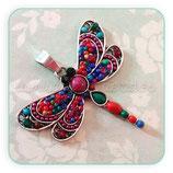Colgante libélula mediana de colores pieza resina en forma redonda y adornos