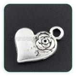 Charm corazón plateado con florecilla (10 unidades) CHAOOO-C08708